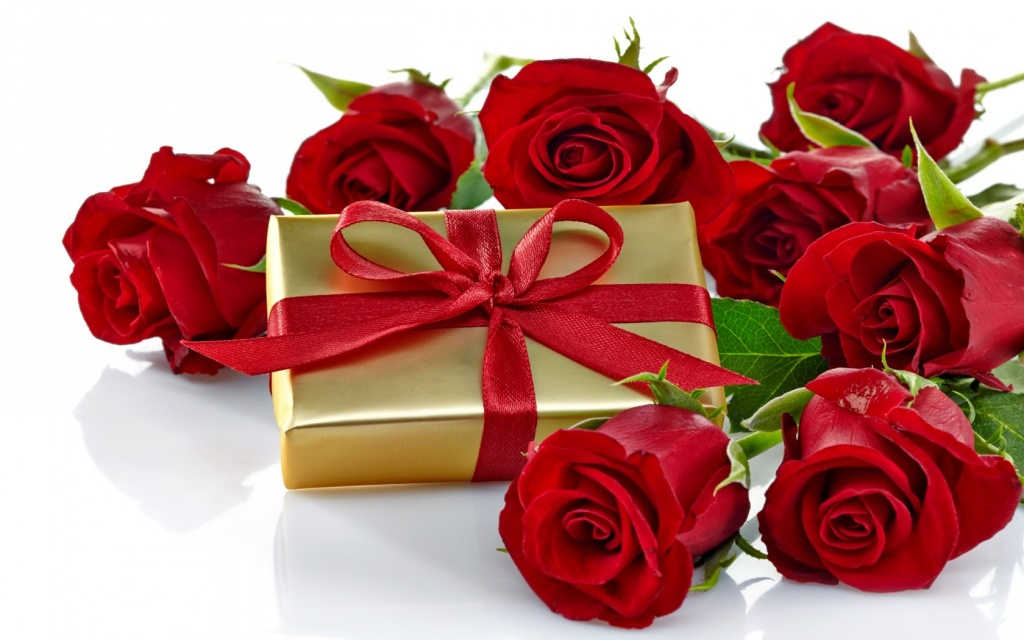 Roses_romantic_love_gift_bow_nature_flowers_hd-wallpaper-1918-1680x1050.jpg